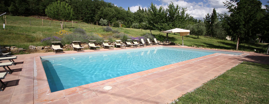Farm holidays with swimming pool in tuscany country for Farmhouse with swimming pool